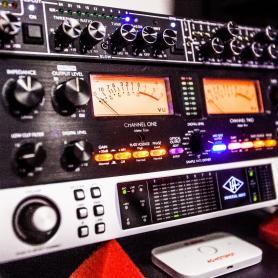 Звуковые интерфейсы Universal Audio Apollo 8, Микрофонный предусилитель ART Pro MPA II, Универсальный аналоговый Front-End LONG VoiceMaster